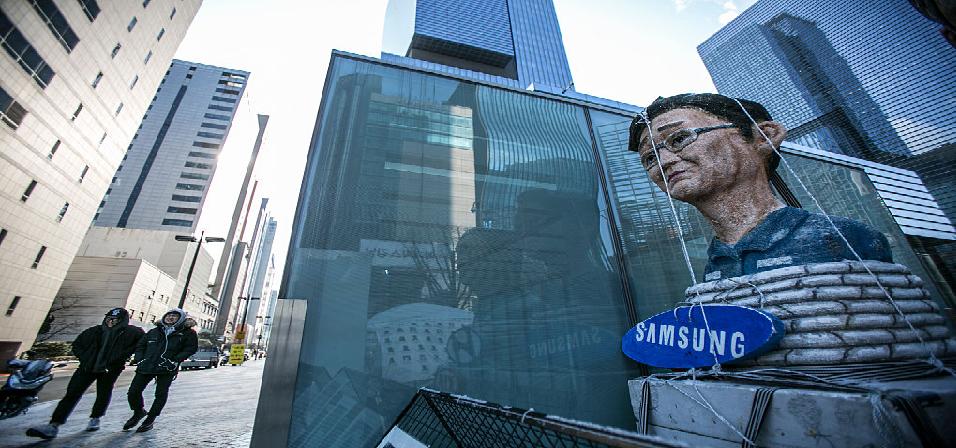 Samsung's Fragile Mobile Business